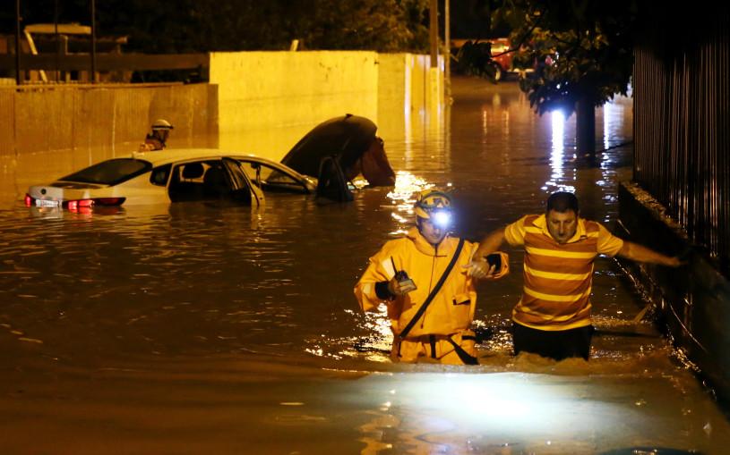 Ливни снова затопили Сочи, машины оказались под водой. Фото, видео