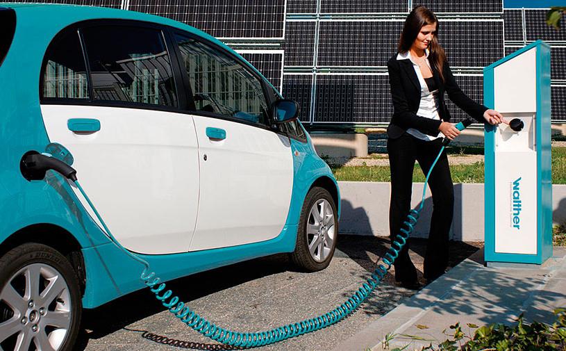 В России хотят отменить транспортный налог для электрокаров с 2018 года