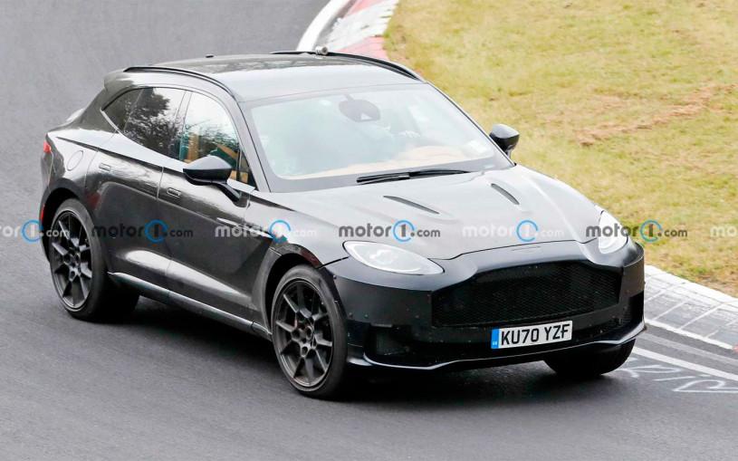 Aston Martin вывел на тесты очень мощную версию кроссовера DBX. Фото