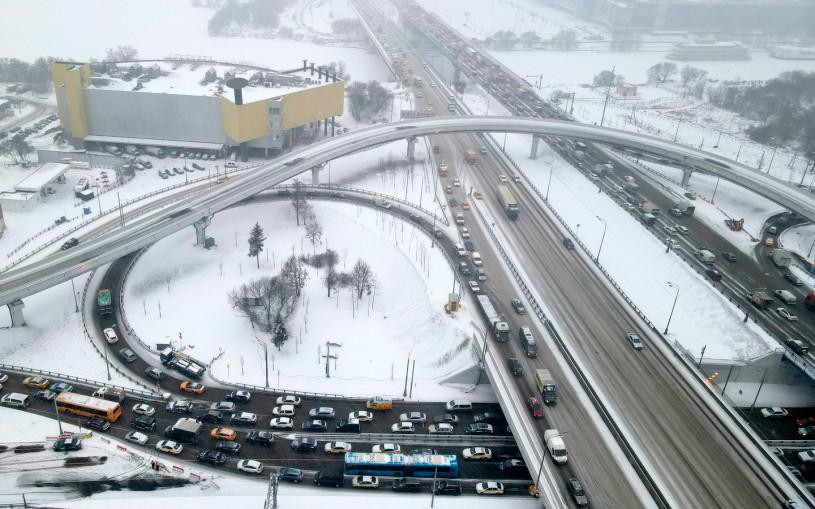 Москву закрывают для грузовиков. Что теперь будет с пробками?