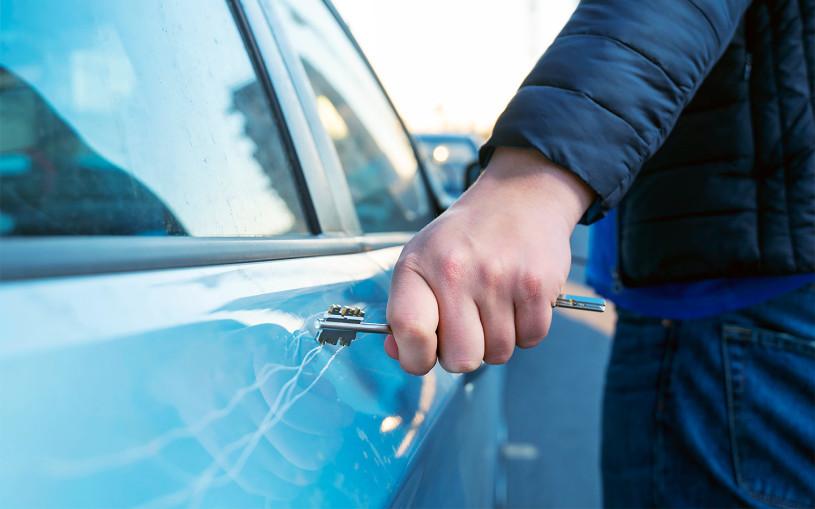 Что делать, если машину повредили во дворе. Инструкция