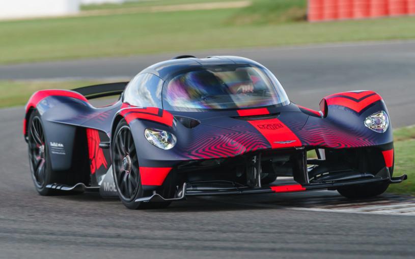 Глава Aston Martin испытал 1160-сильный гиперкар на гоночном треке. Видео