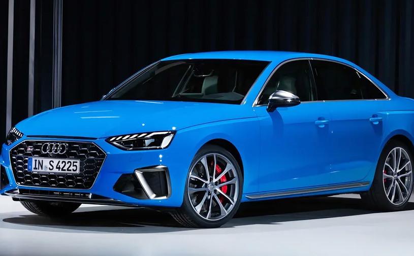 Audi представила обновленные седан и универсал A4