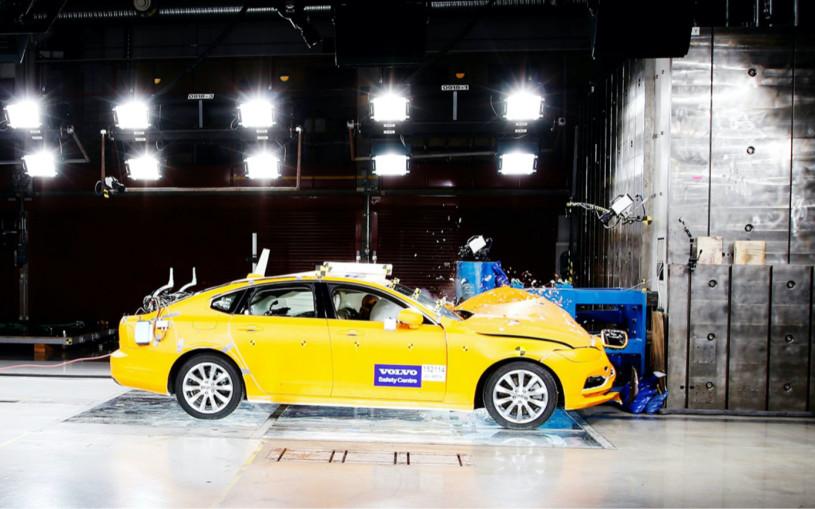 В Volvo рассказали, что разбивают в краш-тестах по одной машине ежедневно