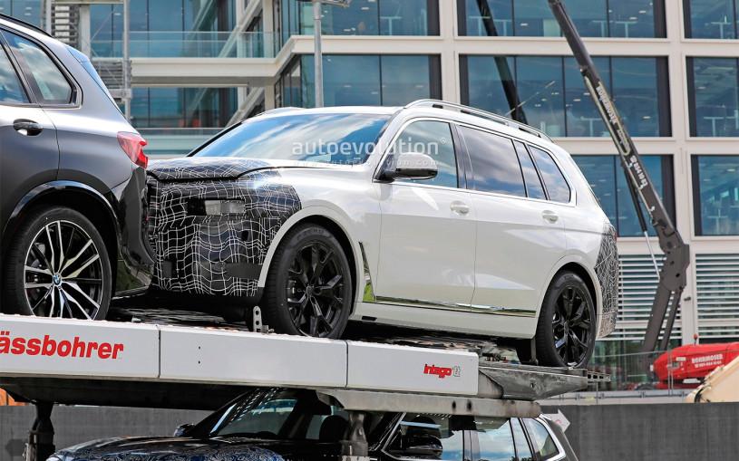 Фотошпионы засняли обновленный BMW X7 с необычными фарами