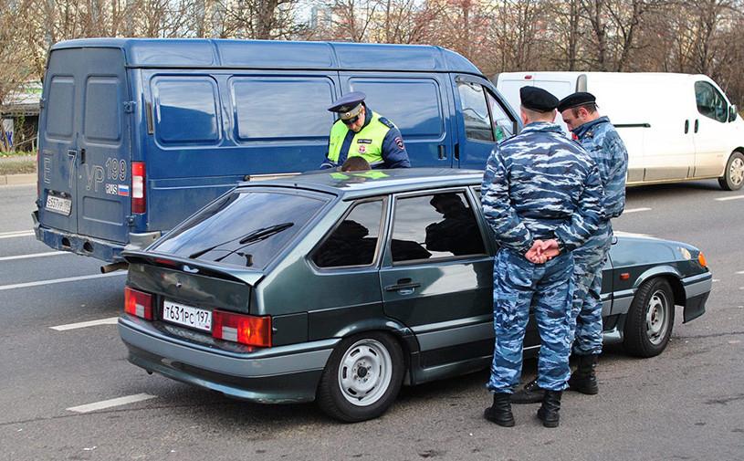 Полицейские арестовали двух автомобилистов за тонировку