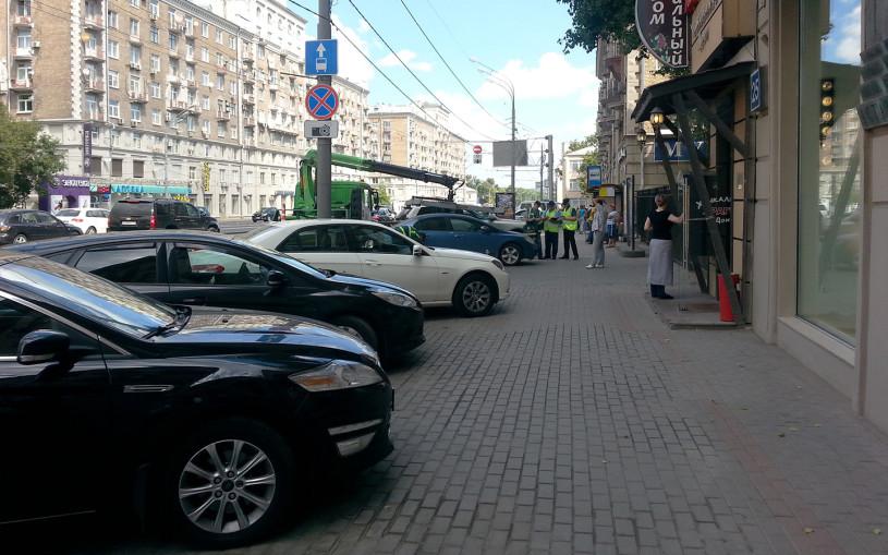 В ГИБДД рассказали о штрафах за парковку на бордюрах