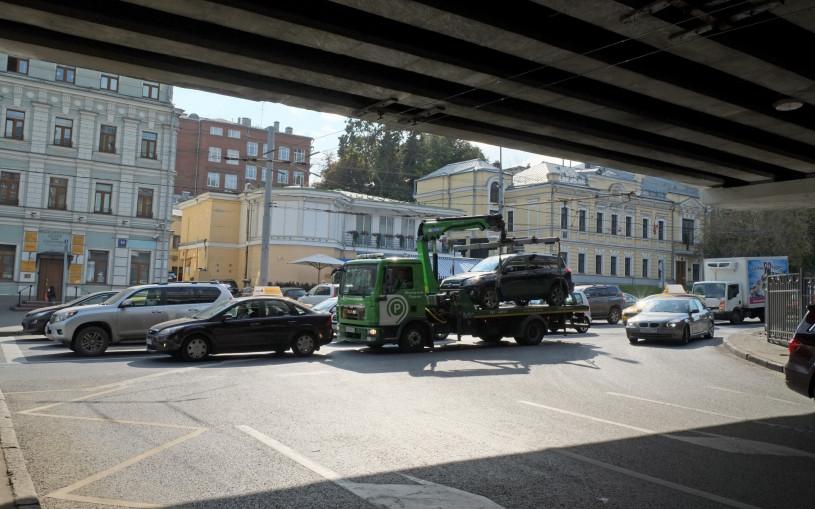 В Москве подняли тарифы на эвакуацию неправильно припаркованных машин
