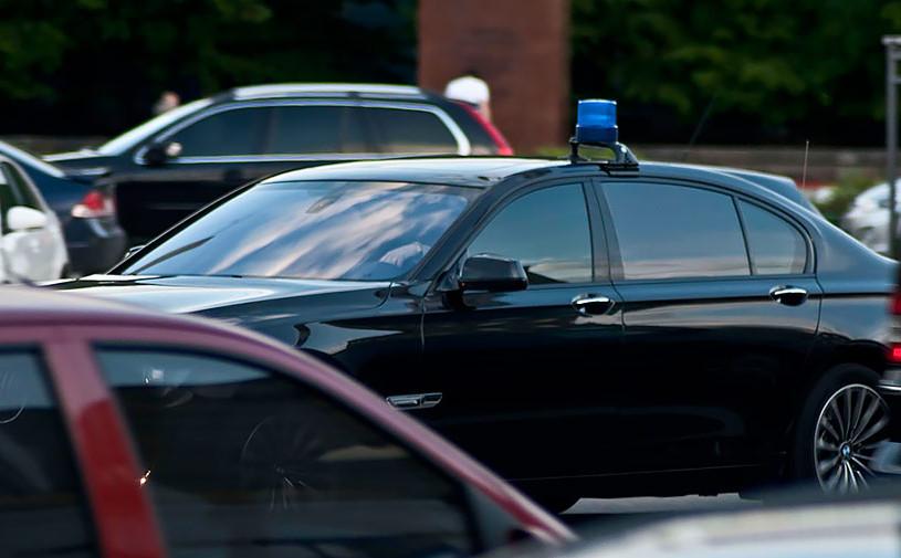 В администрации президента стало больше машин с мигалками