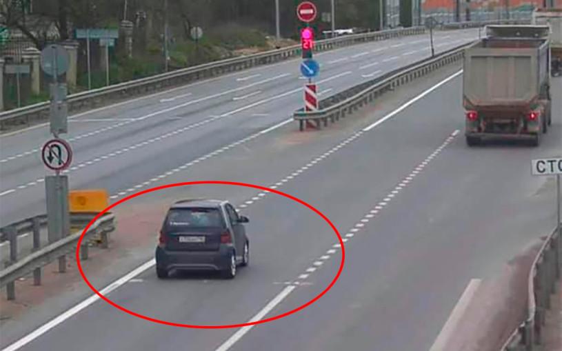 Камера оштрафовала водителя за разметку, которой не было. Фото