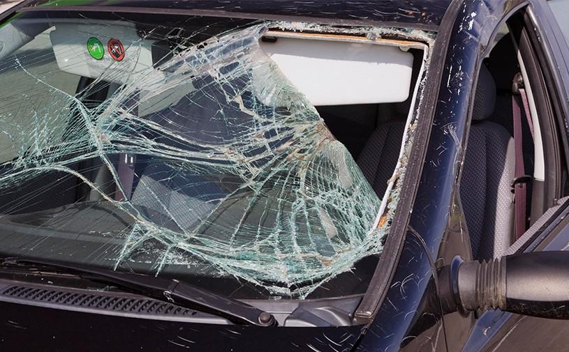 Застрявший на парковке житель Владивостока разбил восемь автомобилей