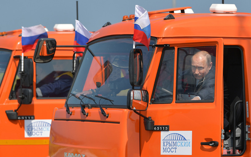 Aurus, Lada, Mercedes и другие: на каких машинах Путин ездил за рулем