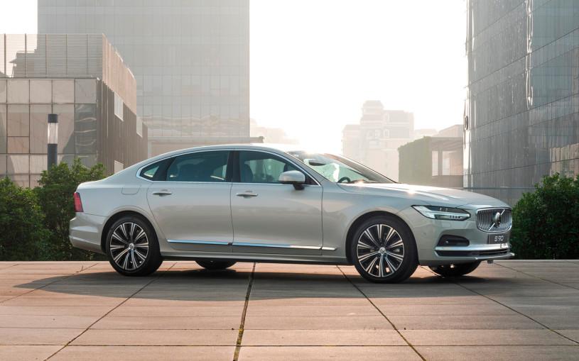 Volvo привезла в Россию обновленный седан S90 и универсал V90