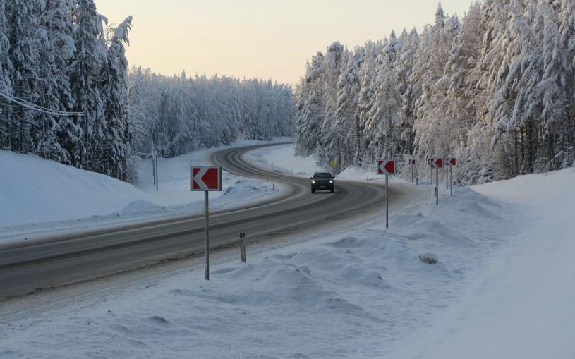 ГИБДД назвала три главных правила при обгоне на зимней дороге