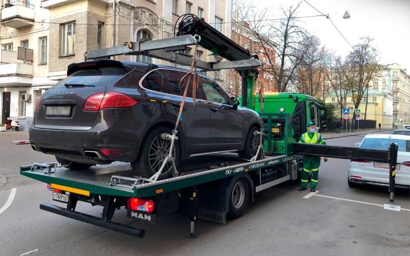 В Москве приставы забрали у водителя Porsche за штрафы на ₽687 тыс.