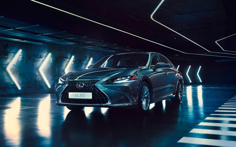 Lexus начал продажи обновленного седана ES. Цены стартуют от ₽3,5 млн
