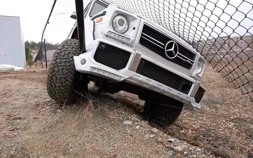 Mercedes-AMG G63 протаранил забор во время дрифта. Видео