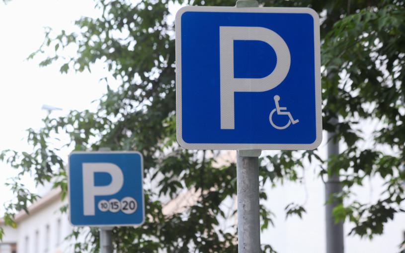 Власти перечислили условия парковки на местах для инвалидов