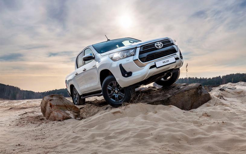 Toyota начала российские продажи обновленных Fortuner и Hilux