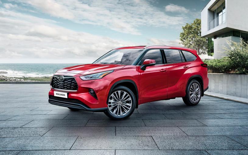 Toyota назвала российские цены на Highlander нового поколения