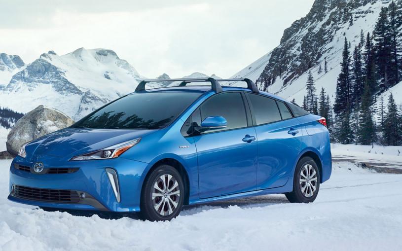 Toyota Prius перевели на полный привод