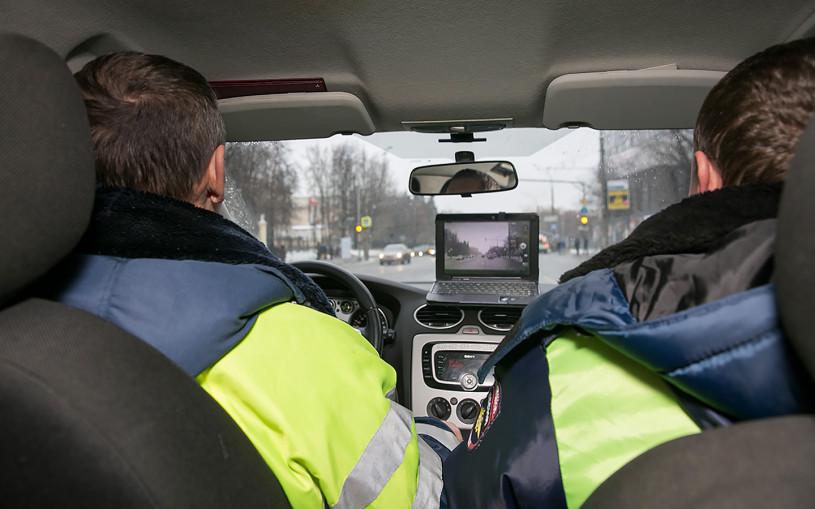 ГИБДД будет отслеживать разговоры за рулем при скрытом надзоре в потоке