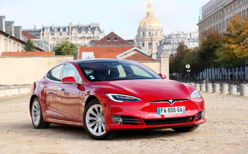 Tesla предложила случайным водителям протестировать автопилот