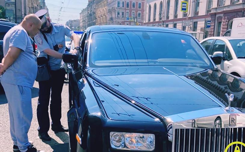 Инспектор ГИБДД заставил водителя растонировать Rolls-Royce
