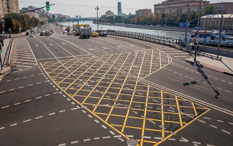 В Москве вафельную разметку нанесут на 17 перекрестков