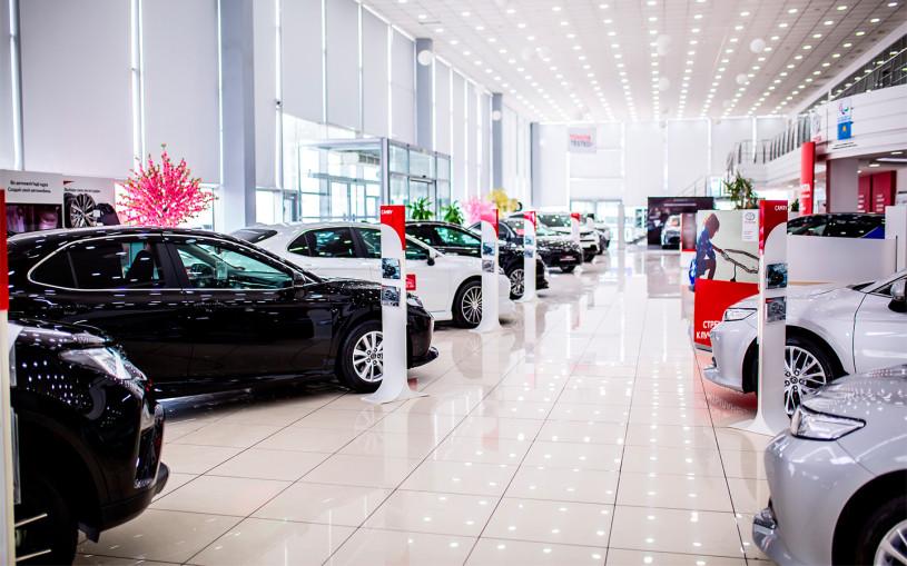 Продажи автомобилей в России в новом году ушли в минус