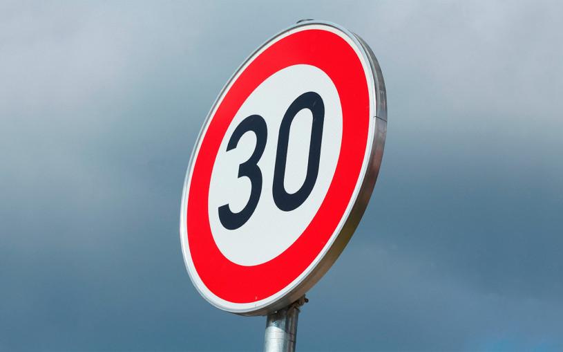 В ГИБДД поддержали идею снизить скорость автомобилей в городах до 30 км/ч