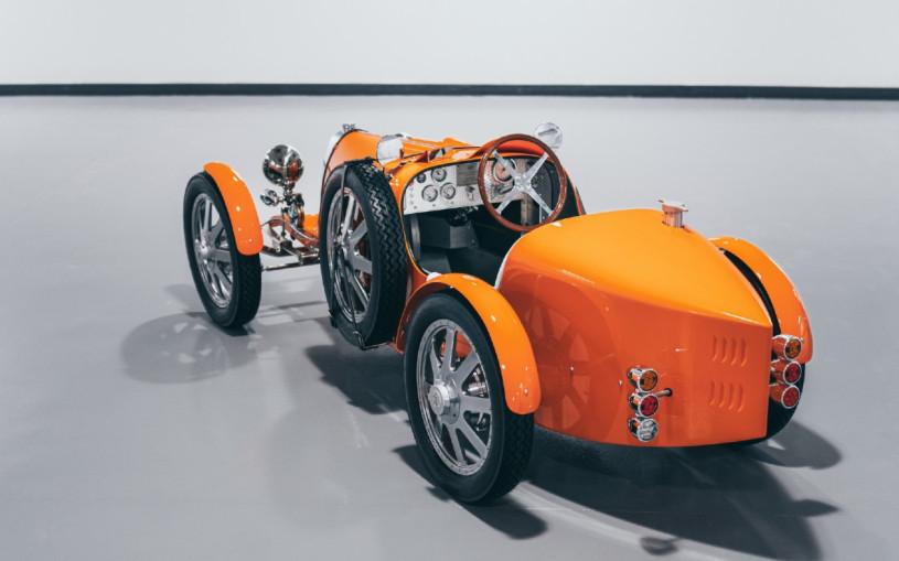 Детский автомобиль Bugatti за $71 тыс. пополнил автопарк аэропорта Дубая