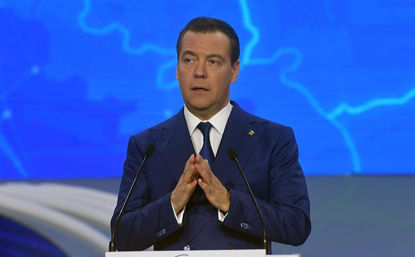 Медведев дал поручение решить вопрос по объединению ОСАГО и каско