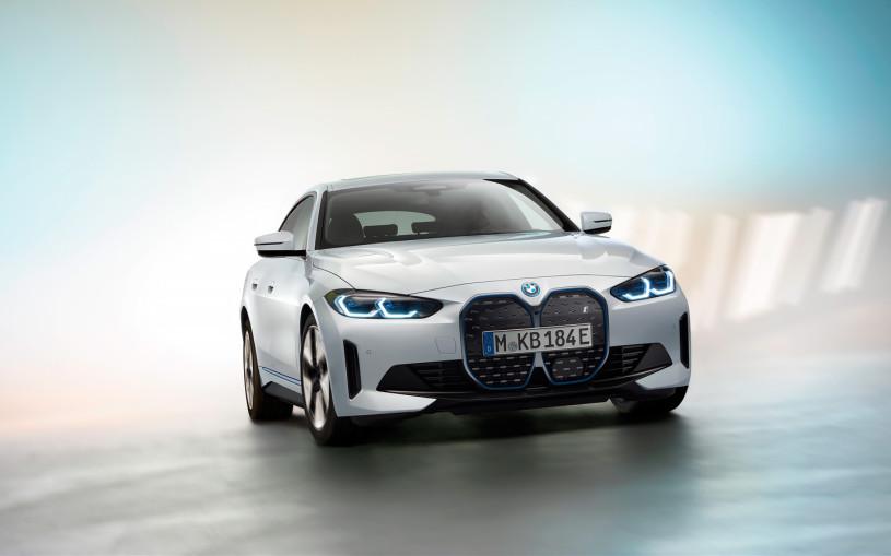 BMW заявила о мировом рекорде по продажам в 2021 году