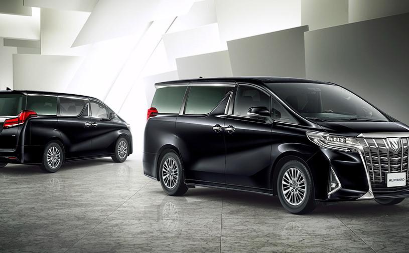 Toyota рассказала об обновленном минивэне Alphard для России
