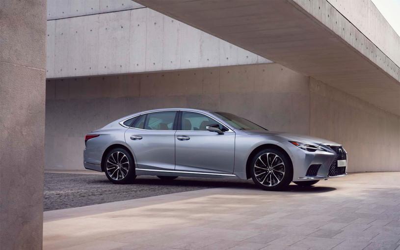 Lexusназвал российские цены на обновленный седан LS