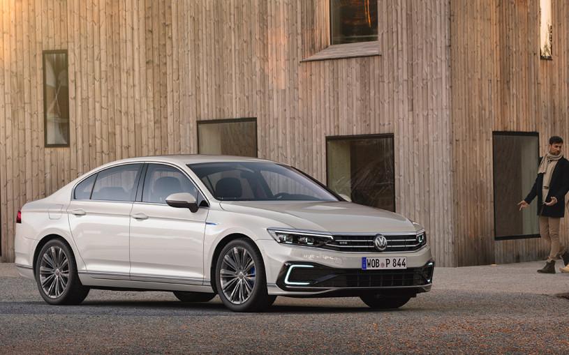 Volkswagen представил обновленный Passat