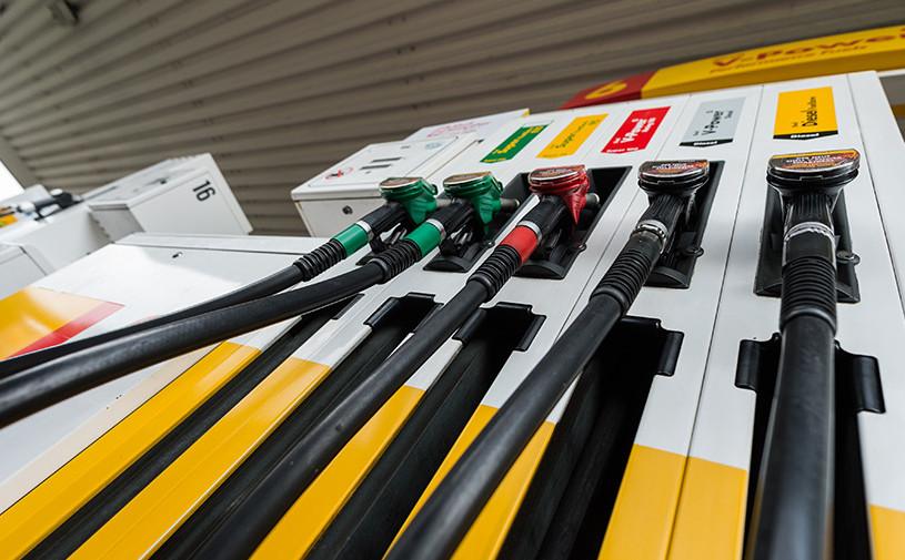Нефтяники попросили правительство поднять цены на бензин