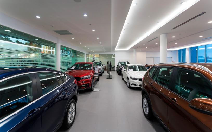 Российские дилеры BMW не выдают машины клиентам. Что происходит?