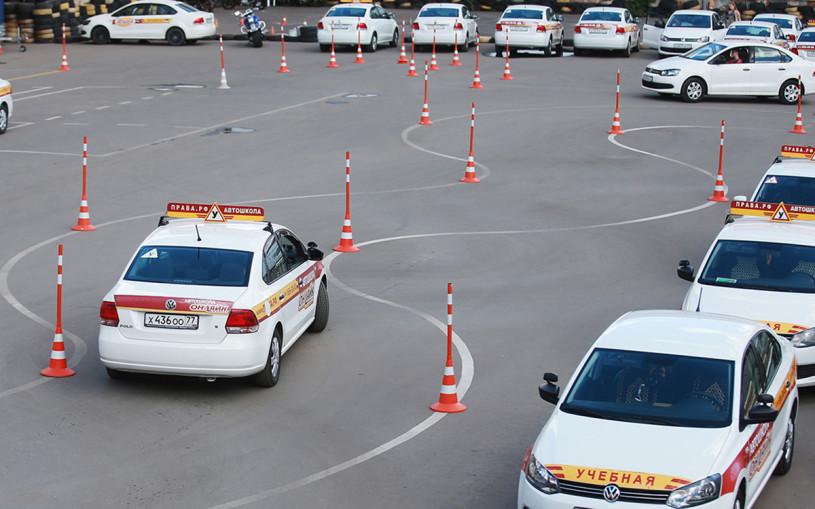 Даже опытные водители не могут ответить: 10 билетов из экзамена ГИБДД