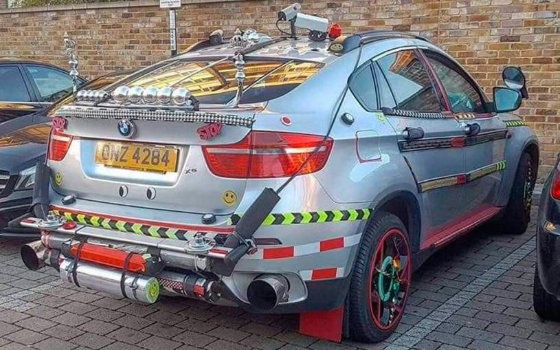 В Великобритании заметили очень странный BMW X6. Фото