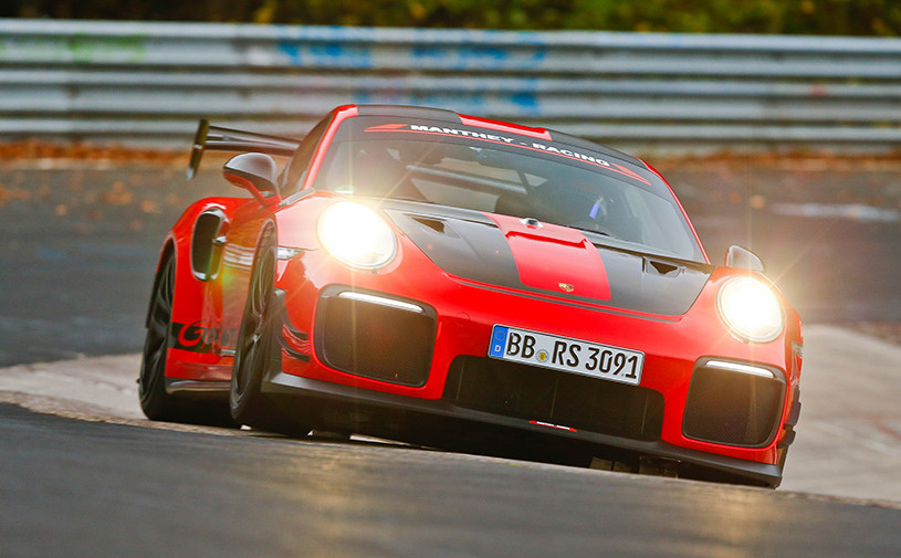 Porsche 911 GT2 RS MR установил новый рекорд Нюрбургринга