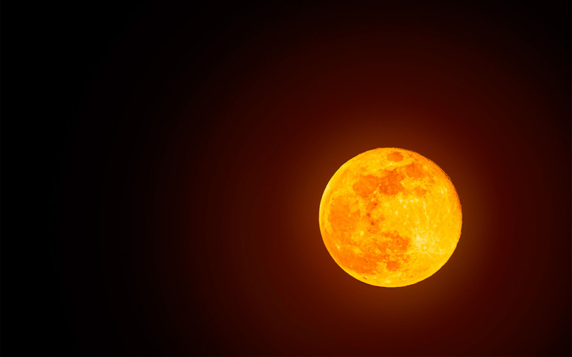 Автопилот Tesla принял Луну за желтый сигнал светофора. Видео