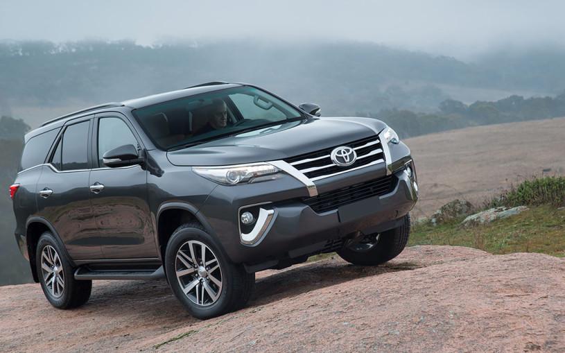 Рама, дизель и семь мест: все о Toyota Fortuner для России