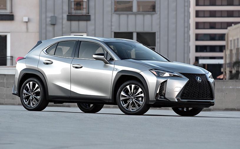 Lexus анонсировал продажи компактного кроссовера UX в России