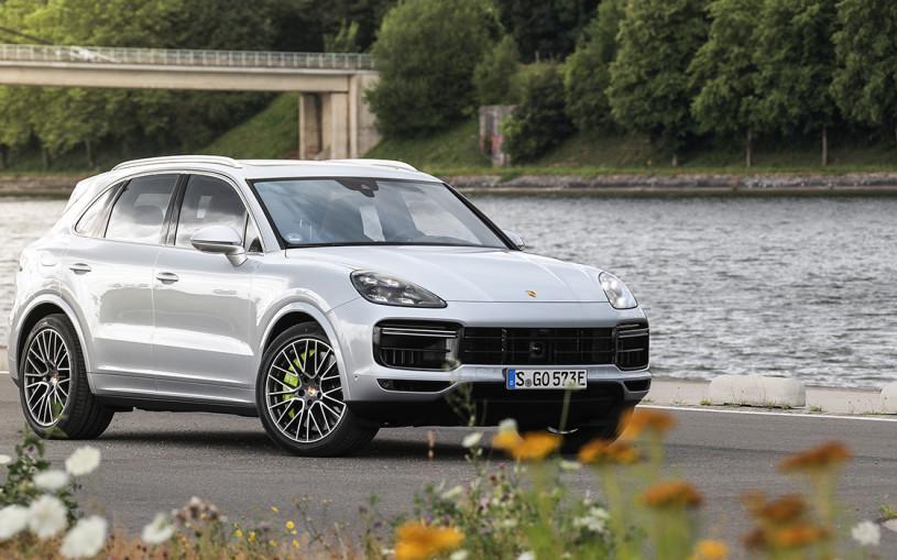 Мощнее, чем Lamborghini. Тест-драйв Porsche Cayenne Turbo S E-Hybrid