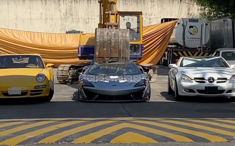 Бульдозер раздавил McLaren за 100 млн. Видео