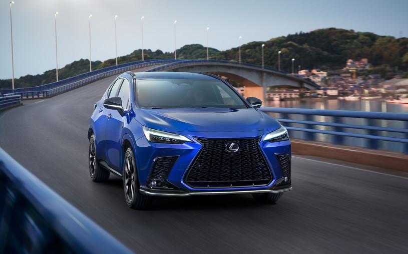Новый Lexus NX 2021: сенсоры на руле, мотор 280 сил и другие детали