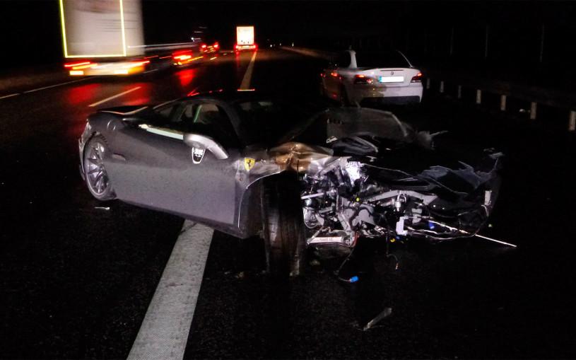 Водитель разбил спорткар Ferrari через шесть часов после покупки. Фото