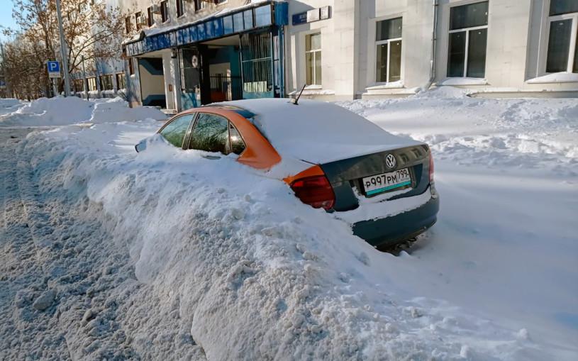 «Откопали 2000 машин». Как водители каршеринга «отличились» в снегопад